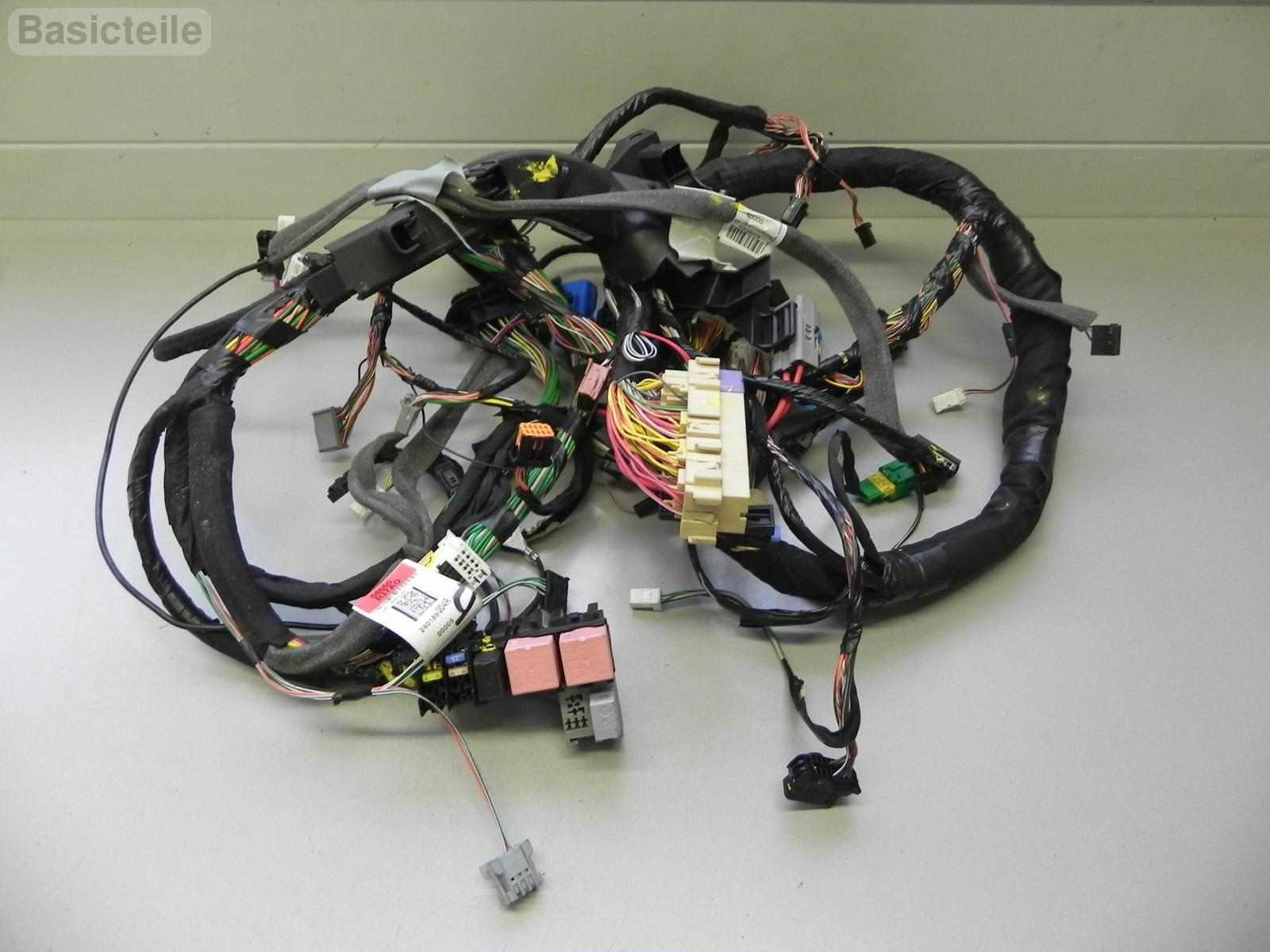 1_f?1416912571409 renault clio mk3 dashboard wiring harness 240189004r ebay renault clio stereo wiring harness at readyjetset.co