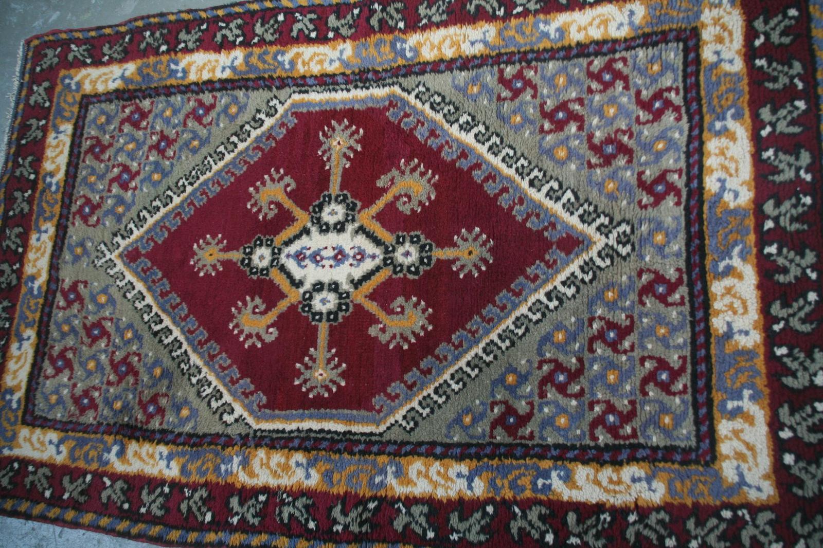 tapis tunisien kairouan m canisme chasse d 39 eau wc. Black Bedroom Furniture Sets. Home Design Ideas