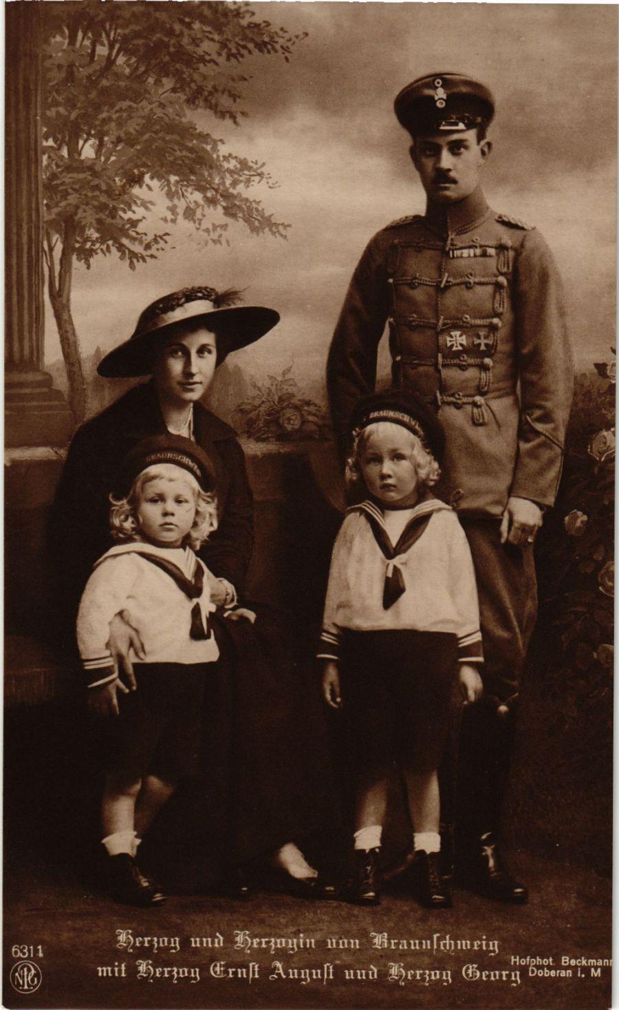 CPA-AK-Herzog-u-Herzogin-v-Braunschweig-mit-Familie-GERMAN-ROYALTY-867705